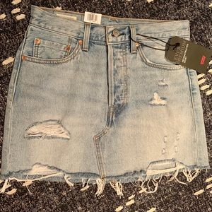 NWT Levi's distressed light wash denim skirt